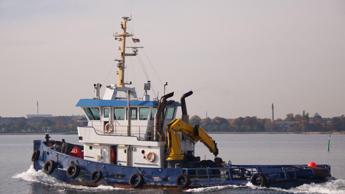 tug-boat-2360937_1920